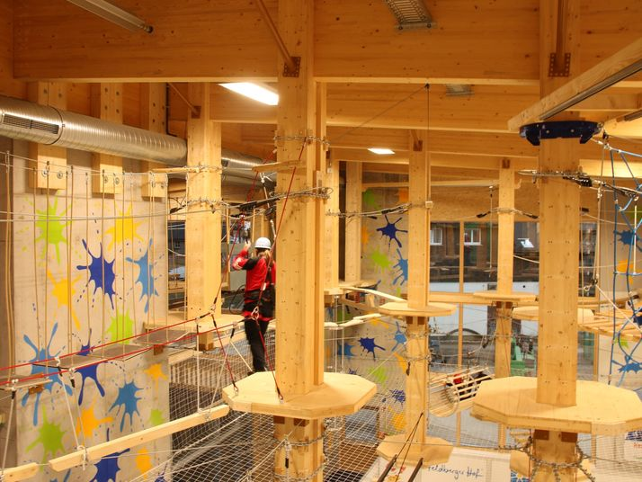 Continuous belay system Saferoller Feldberger Hof Indoor High Ropes Course