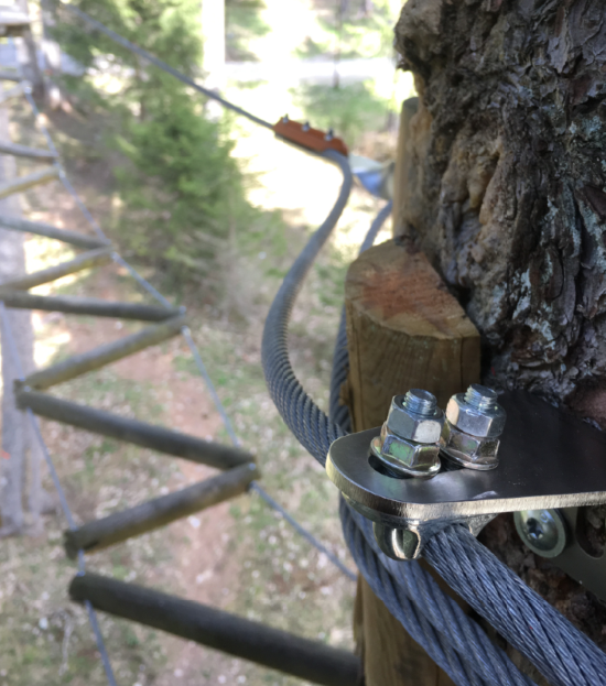 Continuous belay system // The Speedrunner® Cable Positioner maintains position of the safety wire between cable brackets. It is retroactively mountable, adjustable and removable. Enhanced throughput when cable is tight to the element. The Cable Positioner can be installed on trees, poles or walls.
